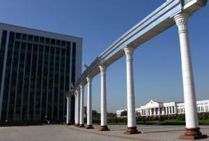乌兹别克斯坦首都塔什干,是一个苏联气息蛮重的一个现代化城市。