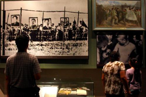 丹东市抗美援朝纪念馆内的陈列室有许多老照片。