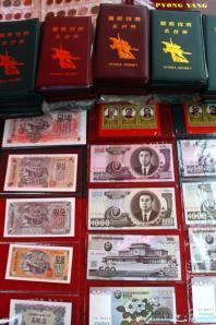 朝鲜相关的旅游纪念品--朝鲜货币。